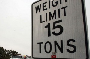 Weight limit sign 15 tons